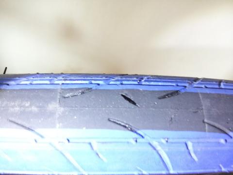 クロス バイク タイヤ 亀裂