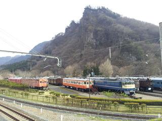 横川 山とレトロな電車たち