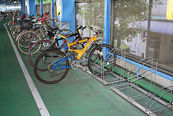250px-Bicycle_pool_with_rack