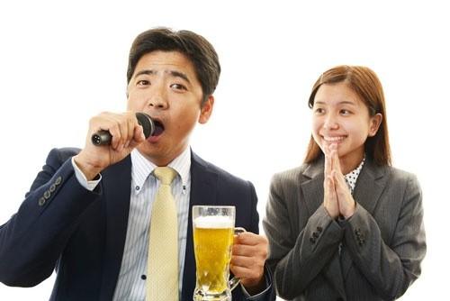 【忘年会前にチェック】今年、カラオケで最も歌われた楽曲がこれ!!!