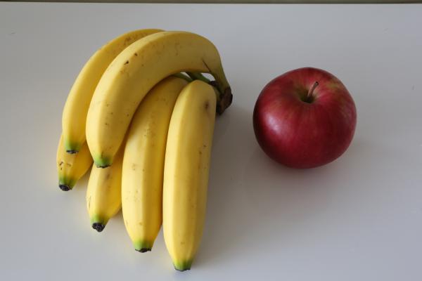 【悲報】バナナに牛乳をかける、リンゴをなめる動画は「わいせつ」・・・・・ エジプトの女性歌手に実刑判決