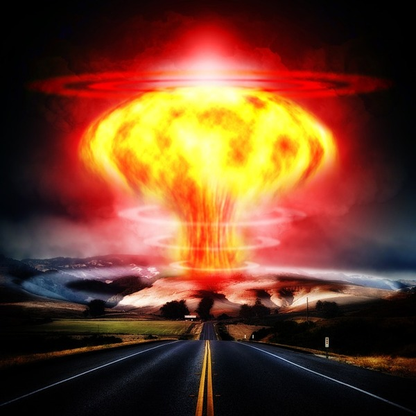 nuclear-explosion-356108_960_720