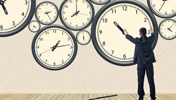 誰だ、こんなめんどくさい、わかりにくい、おもしろい時計の文字盤考えたの!