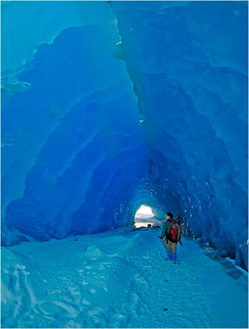 mendenhall_ice_caves02
