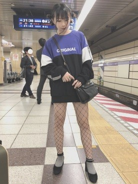 【画像】JS11さん、網タイツを履いて男を誘惑してしまう…