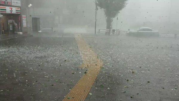 【動画】東京にやばいレベルの雹が降ってきて大騒ぎにwwwww
