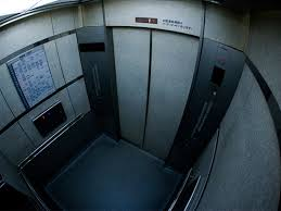 エレベーターに41時間閉じ込められた男の動画怖すぎwwwwwwwwwwwwww
