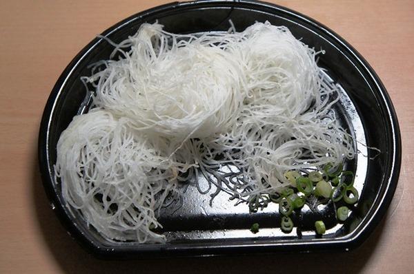 刺身の「ツマ」について調査 73%食べる 食べない派「貧乏性」「完全に飾り」との声