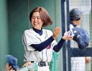 【悲報】高校野球の女性監督、一点差2アウト一塁三塁でダブルスチールを命じるも一塁ランナーが囮になれずアウトwwwwwwwwwwwwww
