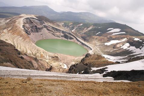 【緊急警報】 蔵王山、噴火迫る! 御釜付近で火山性地震が増加、気象台は警戒続く