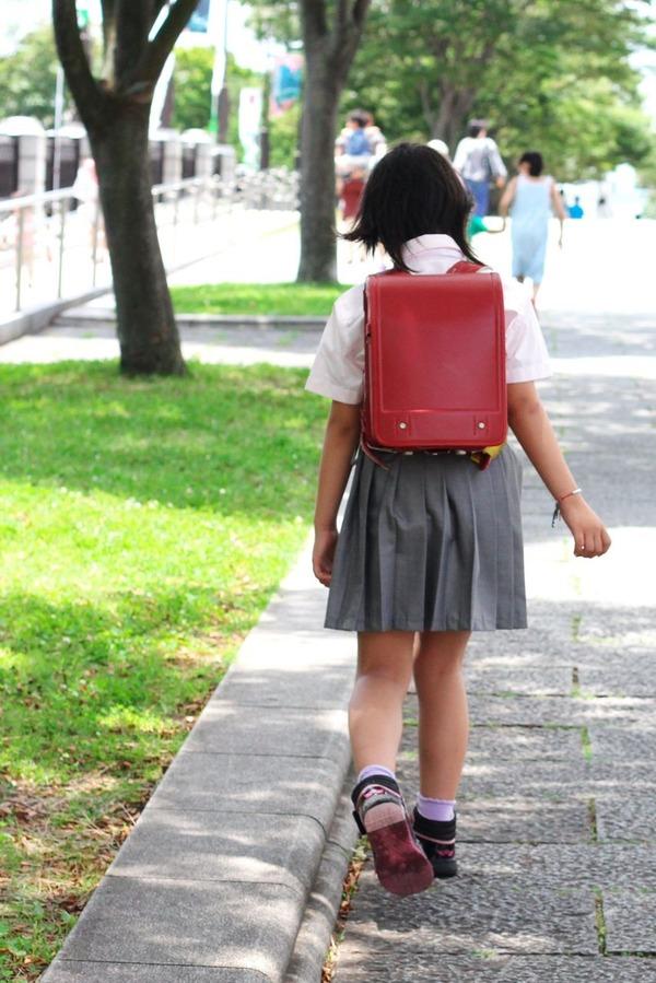 【ヒイッ!】男(31)公園で遊んでいた小学生の女の子にトンデモないことをする・・・