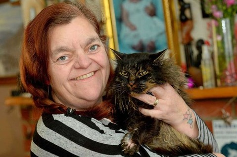 PAY-Karen-Raymond-with-her-cat-Scruffy