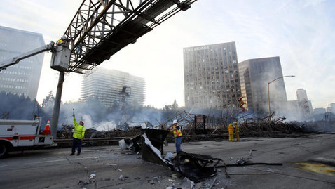 la-me-ln-massive-downtown-la-fire-closes-pg-00-013