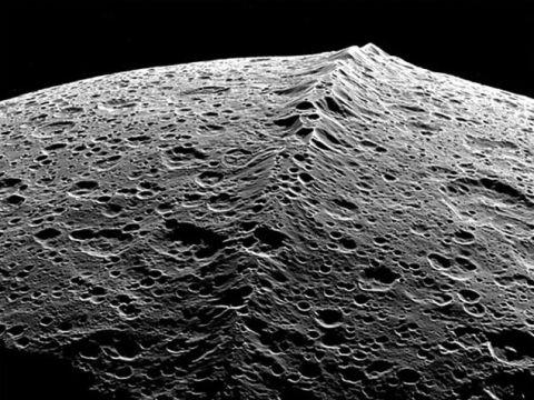 衛星イアペタス