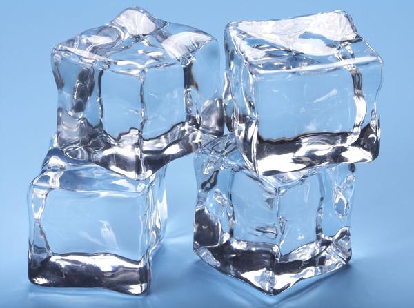 【科学】急速冷凍で作った氷は液体だったことが判明 ストックホルム大学