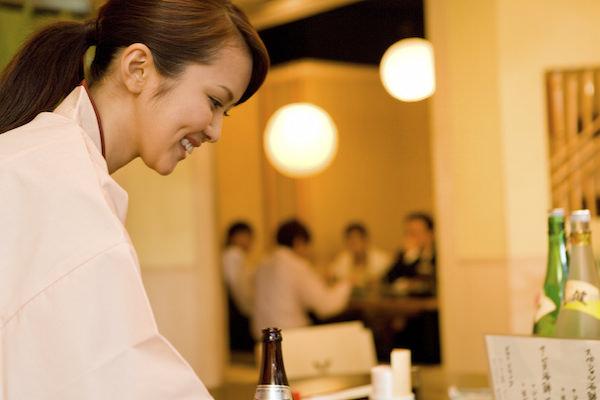 【悲報】接客業者「日本人が礼儀正しいと言うのは大嘘!店員だからとすごく見下す偉そうな客ばかりで、さすがにアレを全部非日本人と言い張るのは無理」→共感が殺到・・・・・・