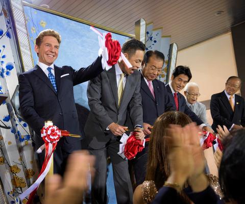 Scientology-Tokyo-Opening_Ribbon-Cutting-David-Miscavige-DSC1545