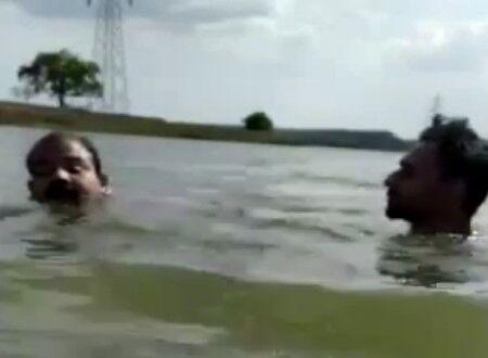 【閲覧注意】ワニが生息する川で泳いでいた男がワニに食べられる瞬間の映像