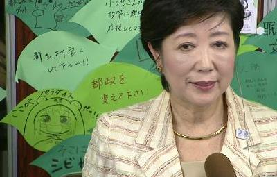 新都知事・小池百合子氏がオタクに応援されているのがよく分かる画像 うまるちゃんの存在感wwwww