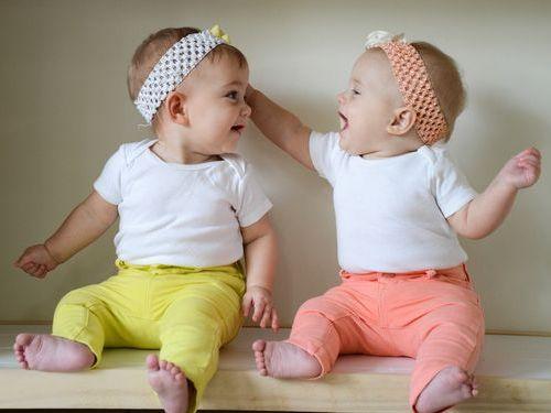 「双子の親に質問、こっそり実験してみたことはある?」回答いろいろ