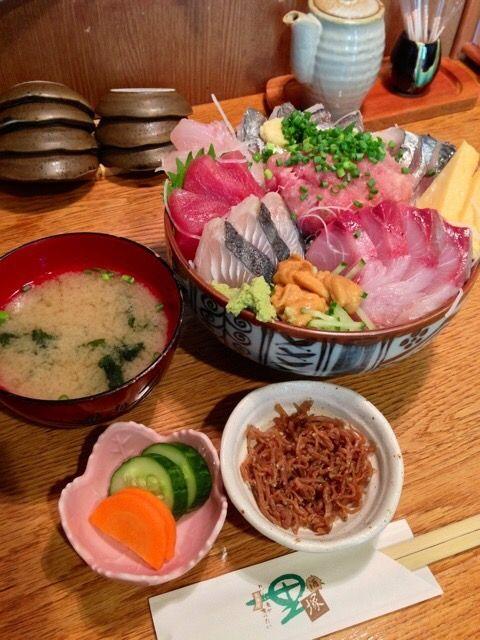 【画像あり】1500円払って食べる海鮮丼wwwwwwwwwwww