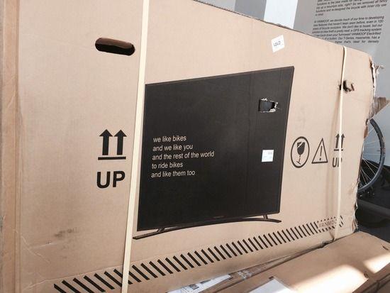 【画像】配送用のダンボール箱に薄型テレビを印刷したら中身違うのに丁寧に運搬してくれてワロタwwwwwww