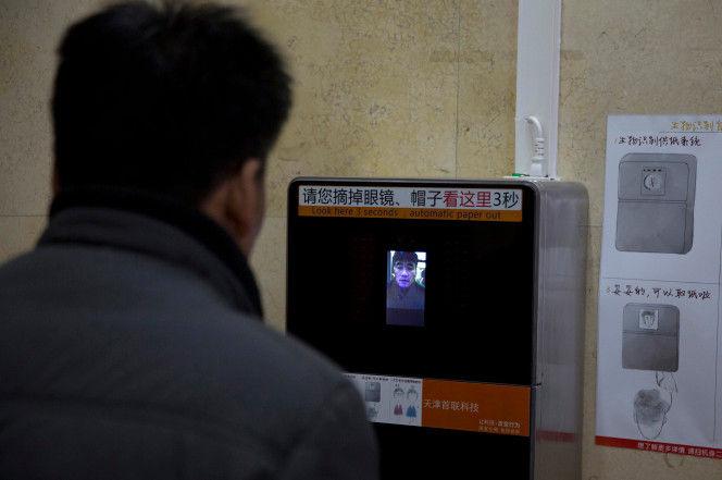 【画像】中国公衆トイレのトイレットペーパー盗難対策に顔認証システムを導入www