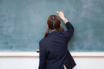 【悲報】女子高生社長の椎木里佳さん、パパの会社が大赤字&リストラ