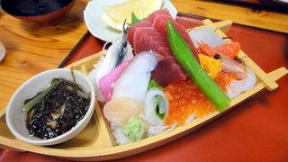 【画像】東京の舟盛りと札幌の舟盛り(1500円)の比較クソワロタwww