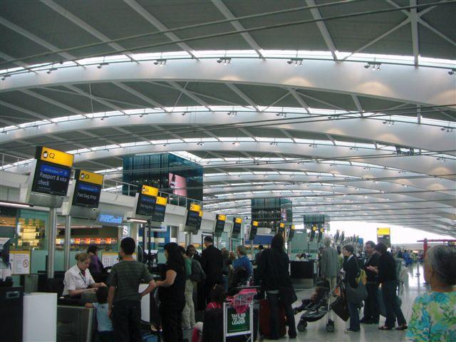 イギリスの空港へ置き去りツアー客が阪急交通社を提訴!