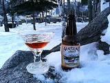 氷のグラスとアラスカビール
