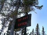 DO NOT ENTERの看板