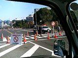 交通規制中の皇居前