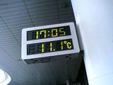 摂氏表示の温度計を見て帰国を実感
