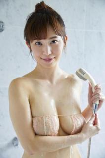 B89・W63・H88Gカップ塩地美澄アナ(38)、DVD発売 手ブラから純白の下着姿まで披露 「ドキドキやワクワクを共有」