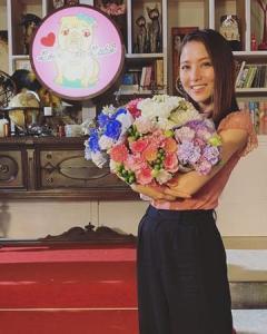 石川恋、現場で28歳BD迎え「28歳も邁進します!」と決意