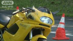 カーブ曲がり切れずツーリング中のオートバイが事故 北海道平取町