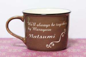 名入れイニシャルマグカップ オリジナルで名前とメッセージが入る