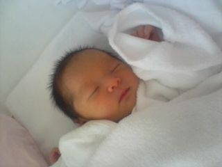 里帰り出産して旦那に赤ちゃんの写真を送ったら会社の後輩女の写真を送り返してきた。意味解らない…