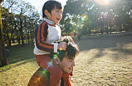 旦那が通信簿を見て、「はあ…俺の息子なんてこんなもんか(苦w」→息子「お、おう。2学期から本気出すわww」→男ってほんとバカw