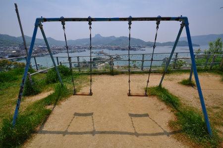 Swing_seat_at_Ouji-jinja_