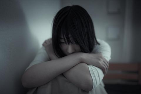 落ち込む女性(画像)