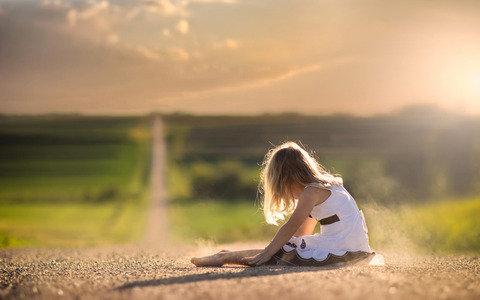 dress-road-dust-girl-bokeh-space5791