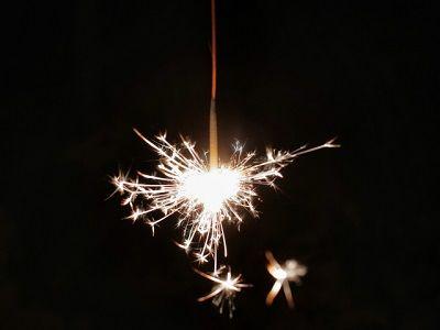 兄夫婦と2歳子も住んで実家でBBQする事になり、花火を持っていこうと思ったんだが2歳の子に花火は早い…?