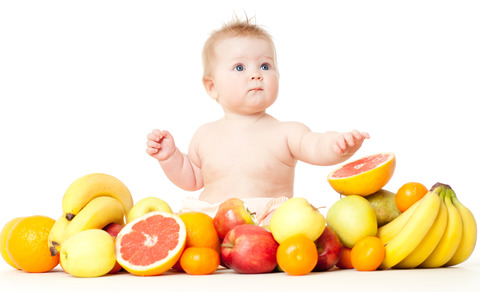 Baby-with-fruit