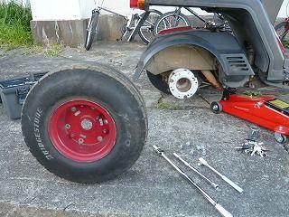ジャイロXのボルトを緩めてタイヤが外れた