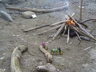 焚き火とスロライ君