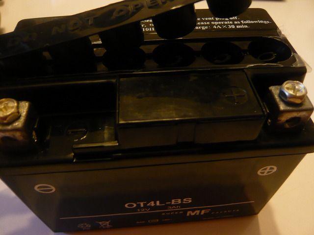 ジャイロXミニカーバッテリー交換 (4)