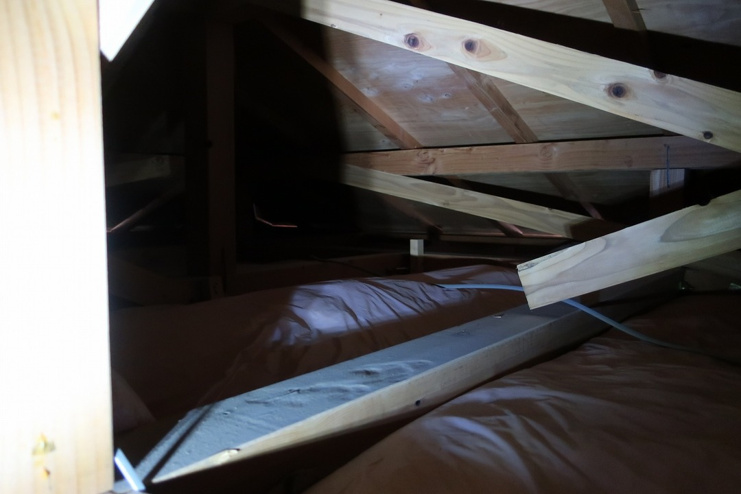 屋根裏 (2)
