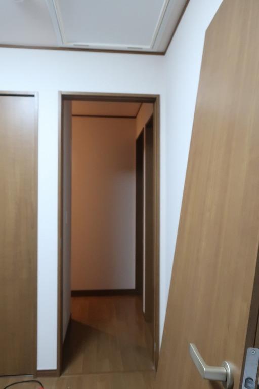 部屋の内開きのドアを外開きに変更 (7)